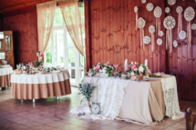 wedding hall,flower decoration on the table, rustik