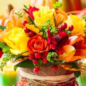 buket-cvety-rozy-yagody